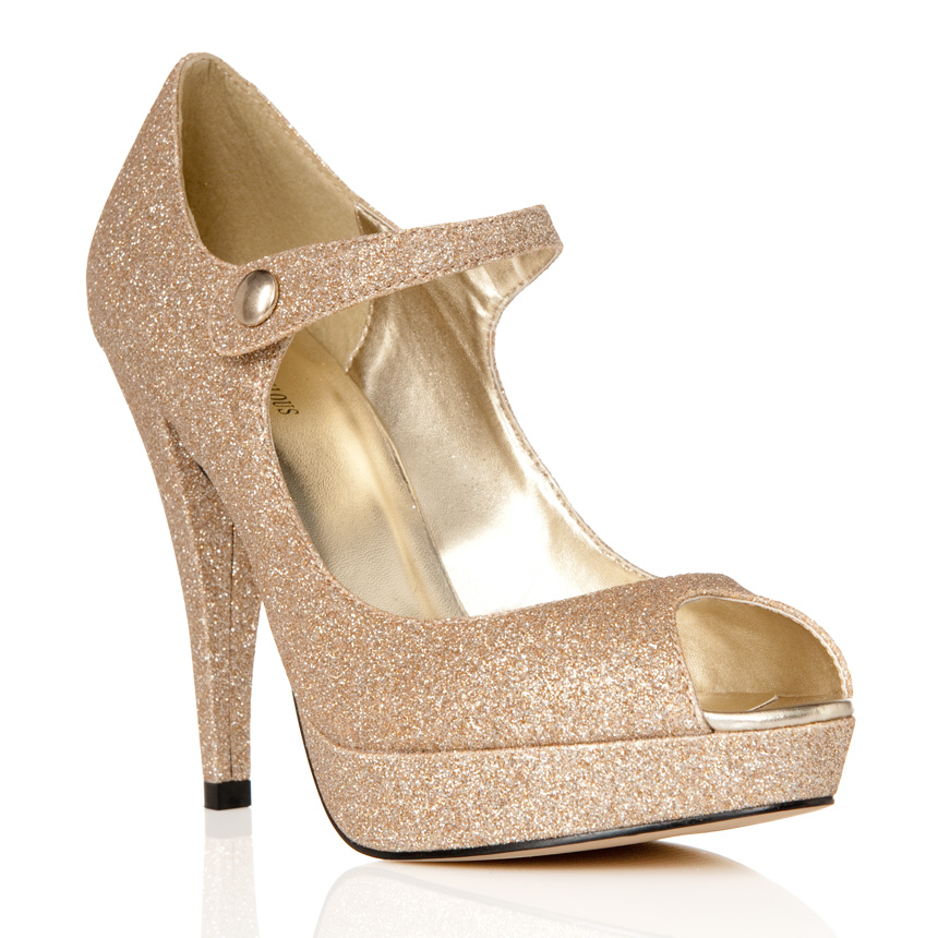 JustFab, a part of TechStyle Fashion Group, is an online retailer that sells women's shoes, clothes and handbags. JustFab Inc., which includes some other brands, has more than four million /5().